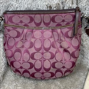 Coach. Pleated crossbody Swingpack. Pre-owned.